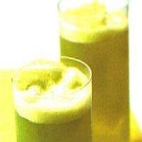 Suco de abacaxi com chá verde