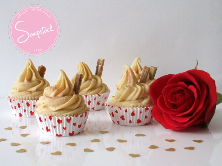 Cupcakes de jabón artesanal Decorados con barquillo de Chocolate y Aromatizados con extracto natural de Vainilla.