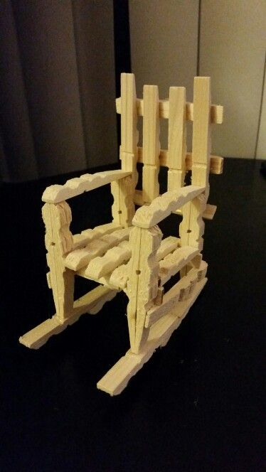 Clothespin rocking chair imagen de sillita pinterest for Small wooden rocking chair for crafts