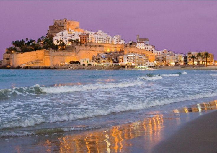 10 колоритных городков Испании, в которых непременно хочется побывать  В солнечной Испании есть столько удивительных мест, мимо которых можно пройти, просто потому, что нам они не известны. Особенно колоритны небольшие деревеньки и маленькие города, куда туристы не заезжают. Путешественники попадают туда случайно, если колесят по дорогам Испании собственным автомобилем. Но все, кто там побывал, просто в восхищении от увиденного: они делятся информацией и советуют тем, кто планирует отдых с…
