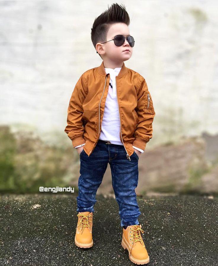 ♕Engjiandy♕  Vaqueros con botas Panama, camiseta blanca, chaqueta de cuero marron y gafas♥♥