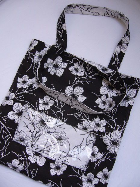Free tutorial: Reversible tote bag with clear window.