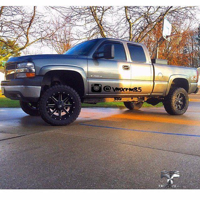 Lifted Chevy!   Chevrolet Silverado 2500 HD Lifted.  Bruta do nosso amigo Trucker Zach Quartel @vmxrm85  Amazing Truck! Awesome shot! Truckyeah! ✌  Thank you so much Zach welcome to TruckyeahTruckers!  #truckyeahtruckers #truckyeah #truckers #Chevrolet #Silverado #Chevy #2500 #lifted2500hd #diesel #picape #pickups #caminhonete #offroad #4x4 #foradeestrada #estradadeterra #sertanejo #country #countryrock #trileiros #thetimmcgraw #motocross #truckclub #camioneta #amazing #bruto #bruta…