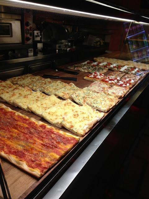 #italia #italy #rome #roma #pizza #eat #food #eatitalian #yum Lovely Travels: Pizza, pizza, pizza!