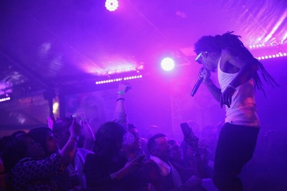 Lil Wayne seizure puts spotlight on rappers' use of 'sizzurp'