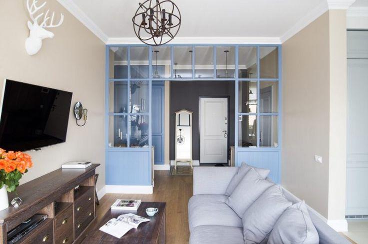 Olvasósarok az ablakban - 72m2-es lakás pasztell színekkel dekorálva, kényelmes, tágas berendezéssel
