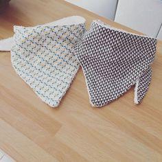 Trop rapides à faire... deux bavoirs bandana pour un bébé qui va avoir du style !! #couture #coutureaddict #sewing #sewinglove #bandana #bavoir #bebe #jecoudspourbebe #couturebebe #couturekids