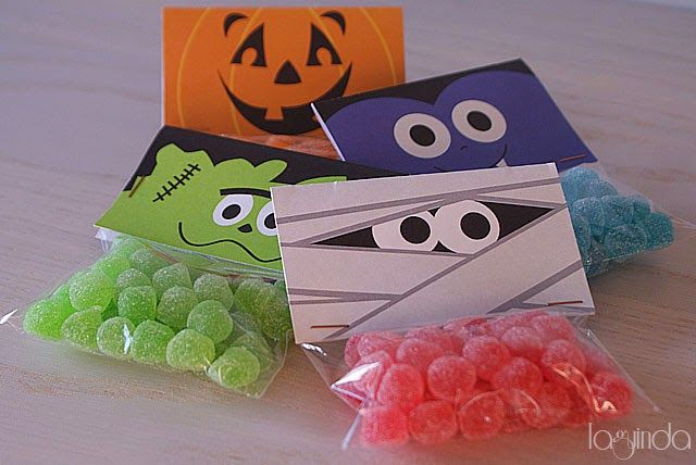 Free halloween printable decoration candy bags plantilla for Adornos colgar pared