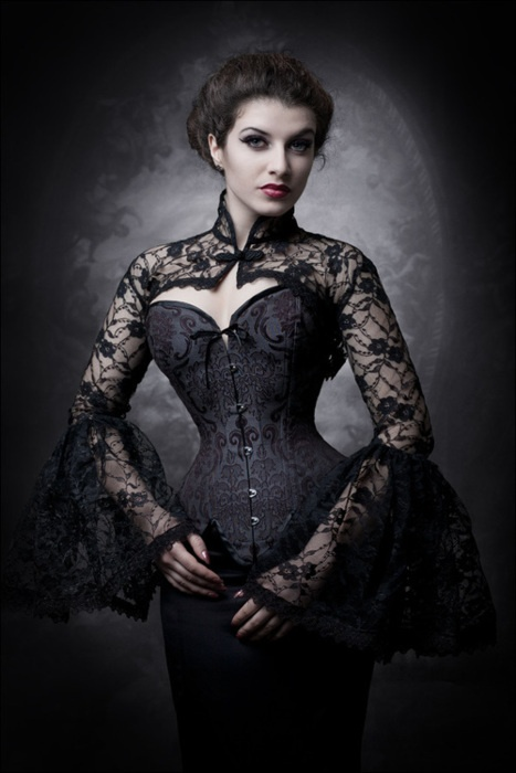 goth burlesque corset made by the always genius V-Couture Boutique and modeled by La Esmeralda <3