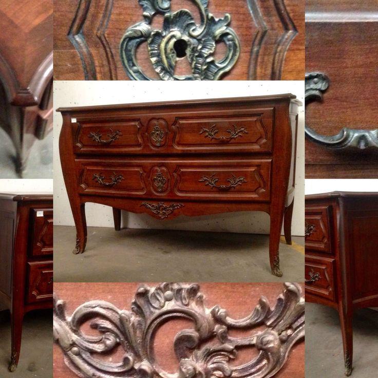 les 25 meilleures id es concernant commode louis xv sur pinterest tables de chevet peintes. Black Bedroom Furniture Sets. Home Design Ideas