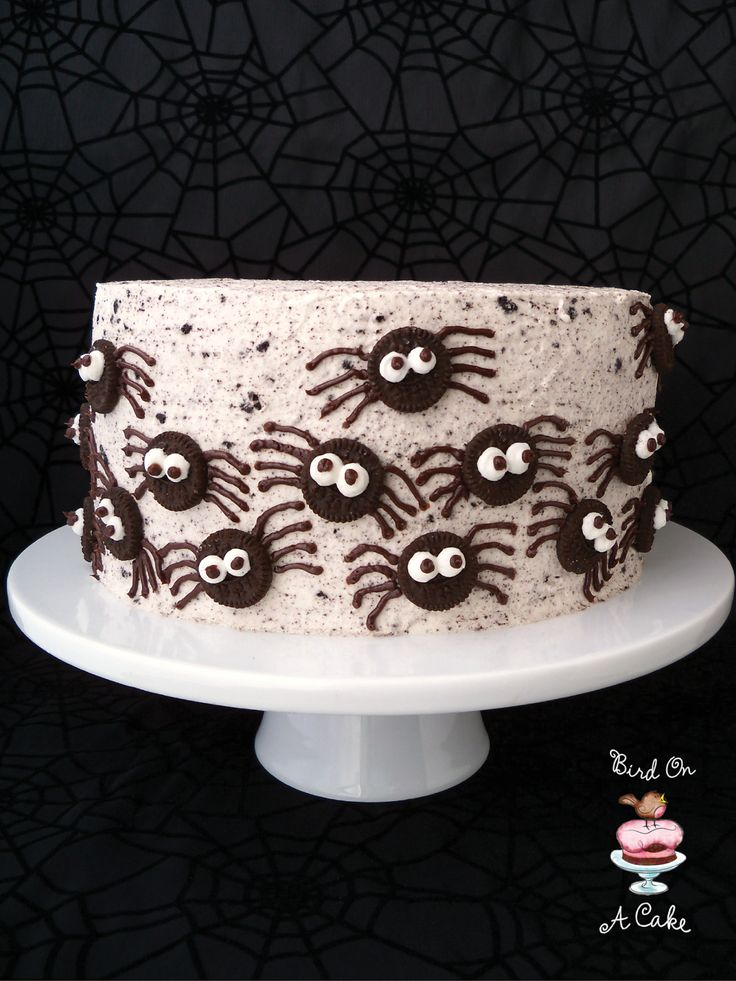 Little man would like a Halloween themed bday... Cake idea. Bird On A Cake: Oreo Spiders Cake