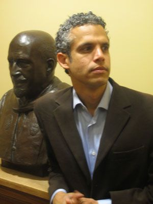 Omar Wausau, tech pioneer and Ivy League professor-- with a bust of WEB DuBois. Photo: Producer10.com Omar-Wasow.jpg 300×400 pixels