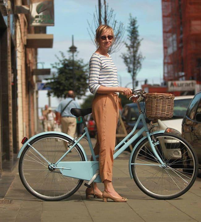 INSPIRACIÓN VINTAGE  Una combinación perfecta de estilo y funcionalidad dan vida al modelo de transporte ideal para descubrir los mil y un planes que ofrece una ciudad: las famosas bicicletas retro.