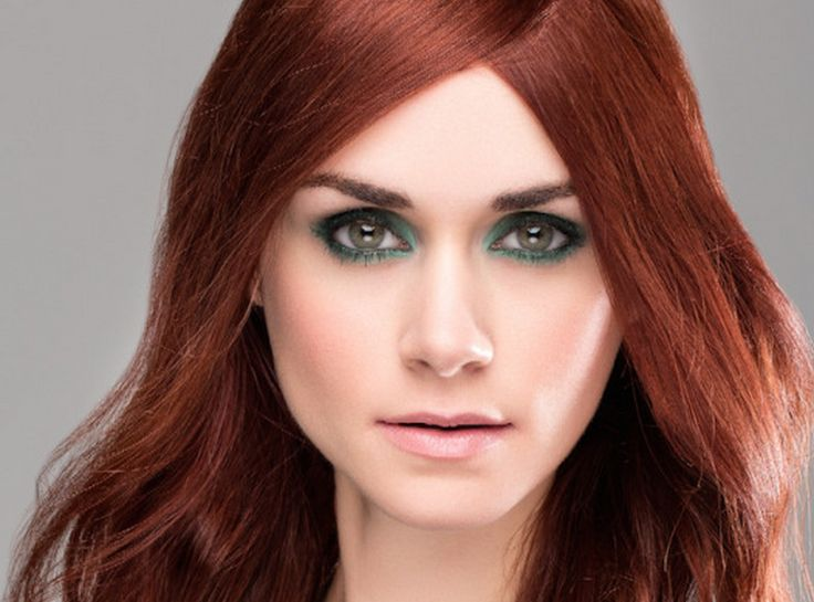10 Fall Beauty Trends You Need To Try Now - Teal, Navy or Aqua eyeshadow.