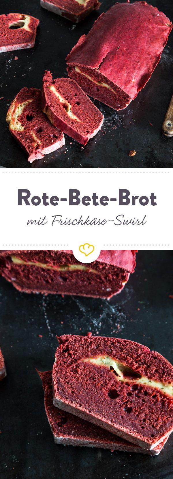 In diesem leuchtend pinken Brot hat sich Rote Bete im Teig versteckt. Ein würziger Frischkäse-Dill-Swirl macht den Teig extra saftig.