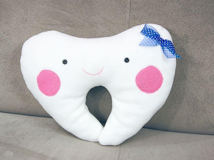 Poduszka uśmiechnięty ząbek. #zab #zdrowie #biel #usmiech #dziecko #poduszka #tkanitka