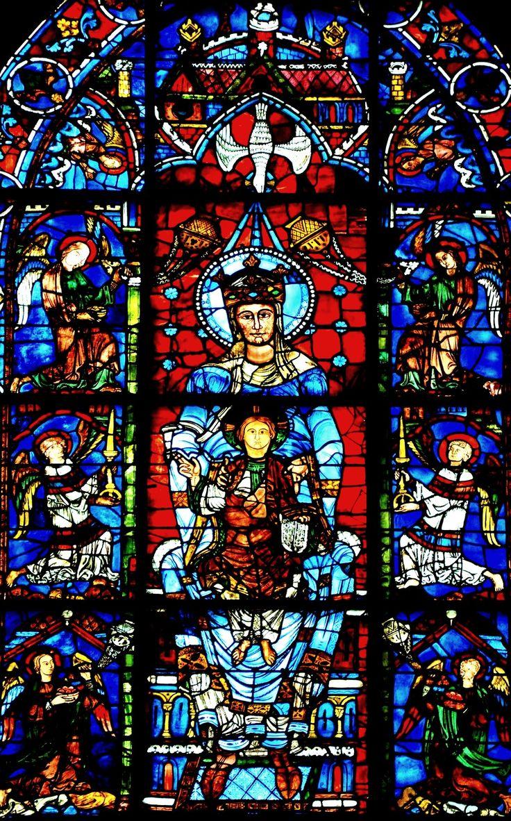 Vitraux romans : La cathédrale de Chartres abrite deux vitraux qui sont la quintessence de l'art du vitrail roman, Notre dame de la Belle verrière, et une autre version de l'Arbre de Jessé notamment.  A noter que seule la partie centrale est du XIIème siècle, car le reste a été perdu car le reste a été détruit lors d'un incendie en 1194.  Elle a été remontée dans un ensemble de panneaux du XIIIème.