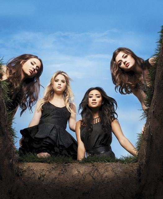 Pretty Little Liars- Ashley Benson, Lucy Hale, Shay Mitchell et Troian Bellisario