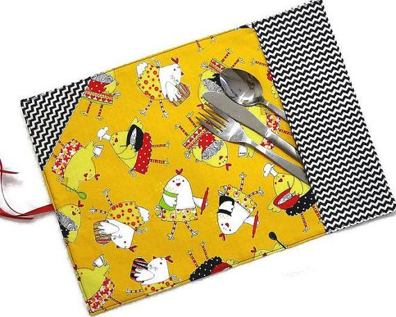 Roll up placemat with ustensil section for adults and kids, #hens #chicken #chevron - By  #mylittlepoppyseed sur Etsy - Bienvenue dans ma page Facebook et dans ma boutique Etsy!  https://www.facebook.com/MyLittlePoppySeedCreations  https://www.etsy.com/shop/mylittlepoppyseed