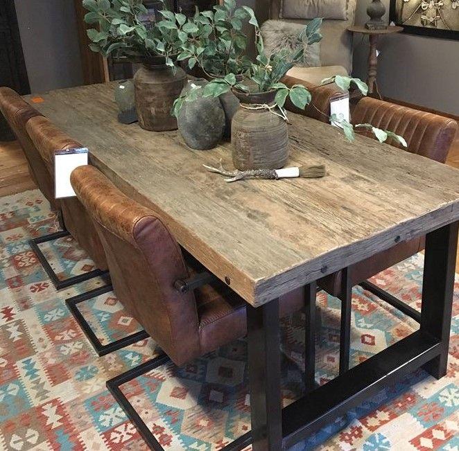 Eén van onze bestsellers! Deze stoere robuuste eettafel met stalen onderstel. Verkrijgbaar in 200 cm en 220 cm.
