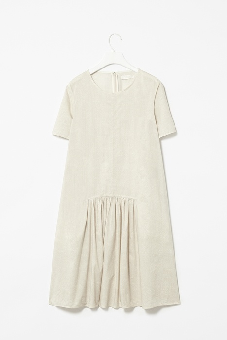 robe nette, simple, blanche, graphique - COS (Gathered front dress)