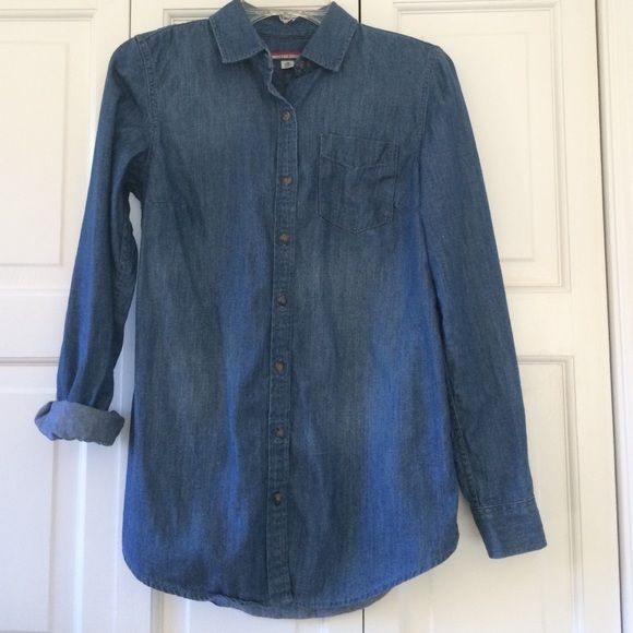 Tommy Hilfiger denim blouse• SIZE X-small Worn once! Great condition! Button up denim blouse perfect for fall! One Button on each cuff and sleeves can be rolled up for those hot fall days! Can fit an xsmall or small Tommy Hilfiger Tops Button Down Shirts
