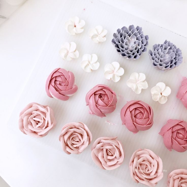 Learn how to make buttercream flower from me! :) http://thesweetspot.com.my #buttercream