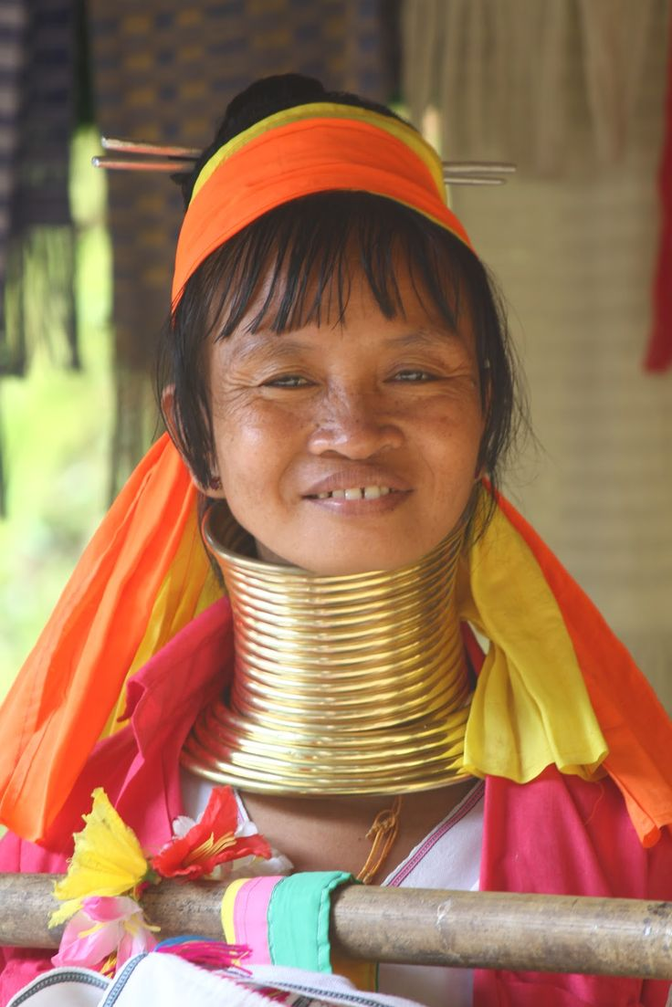 Mulheres girafas: há anos que sonho em conhecer esta tribo. Muito antes de ingressar na universidade, muito antes de começar a desbravar este planeta. Há mais de 20 anos que sonho em conhecer este povo que tanto me fascina. Tudo começou quando andava na escola e vi um documentário sobre uma tribo, algures no Myanmar, …