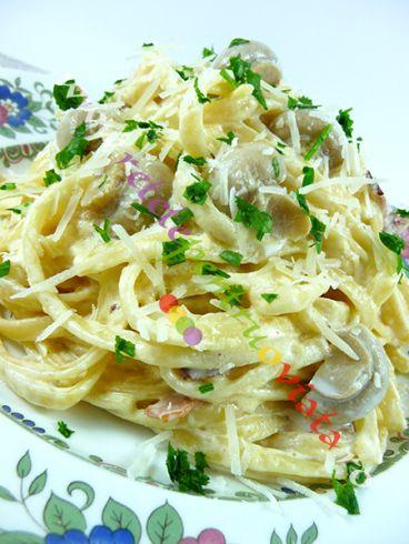 #Reteta de paste #carbonara cu smantana si ciuperci. Se poate pregati cu spaghete sau linguine si cu ciuperci proaspete sau din conserva.
