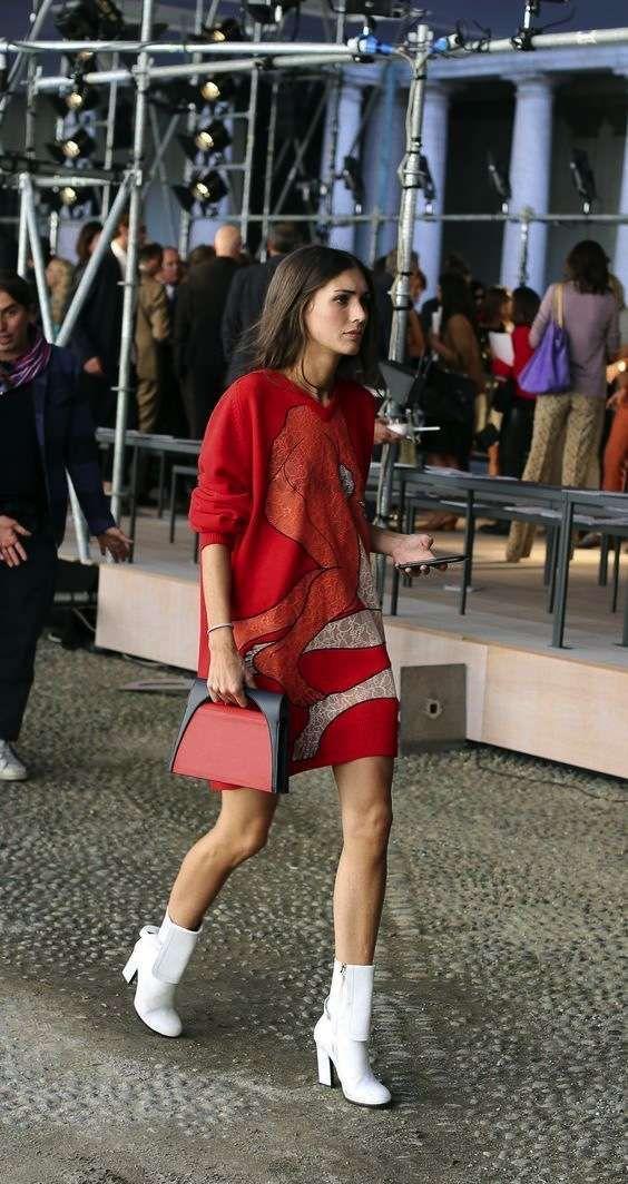 Abbinare le scarpe a un vestito rosso - Stivali bianchi con vestito rosso casual
