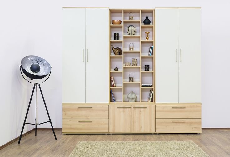 Grande szekrény világos bükk és fehér színben.