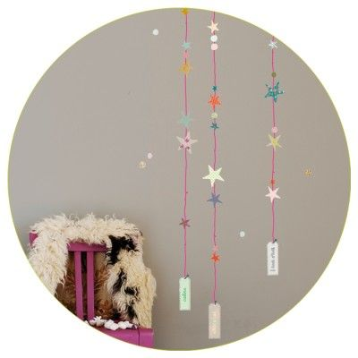 String of stars wall decals with pink or grey strings (Mimi'lou).