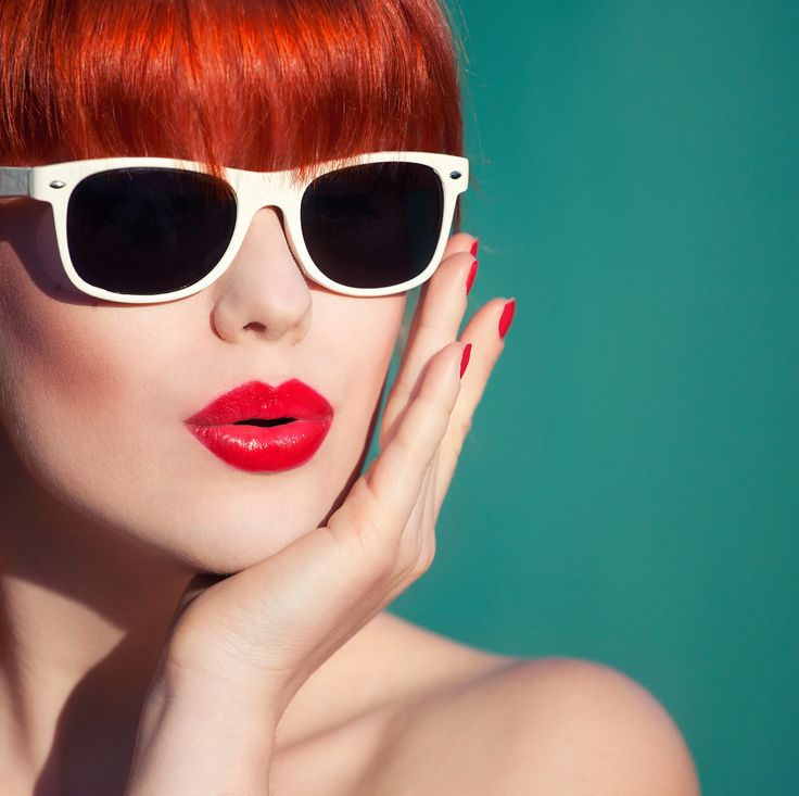 "A makeup artist said, ""Anyone can wear lip color, you just have to get used to seeing it on your face.""Summer Fashion, Beautiful Bloggers, Redlips Lipsticks, Beach Fashion, Red Lips, 12 Rules, Easy To Wear Style, Fashion Beach, Lipsticks Summer"