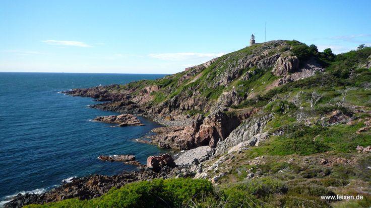 """Przy najbardziej zachodnim miejscu Kullaberg znajdziemy piekna, stara latarnie morska o nazwie """"Kullens fyr"""