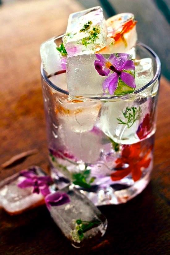 Freshen up your weekend cocktail with flowers!   We'll be enjoying these flower ice cubes over the long weekend. Try adding lavender cubes to lemonade or mint cubes to mojitos. Cheers! Glass is Life FB page