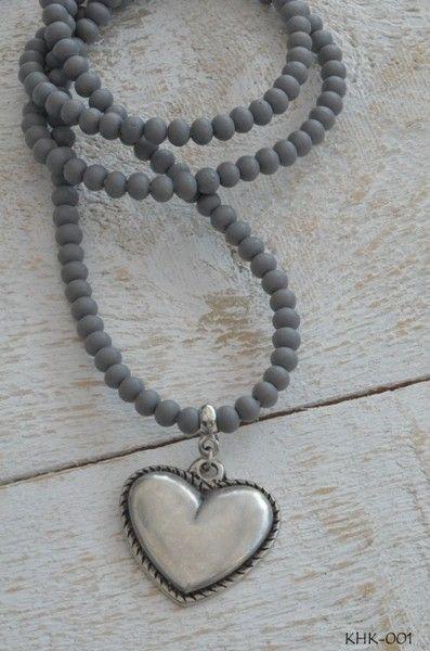 Ketting houten kraal 'grijs' met bedel hart
