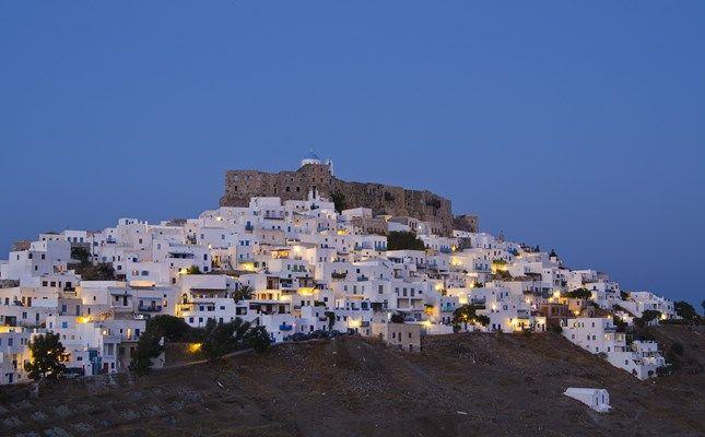 Η Χώρα της Αστυπάλαιας, με το βενετσιάνικο κάστρο και τα κατάλευκα σπίτια! http://diakopes.in.gr/trip-ideas/article/?aid=209772 #travel #island #greece #astypalaia