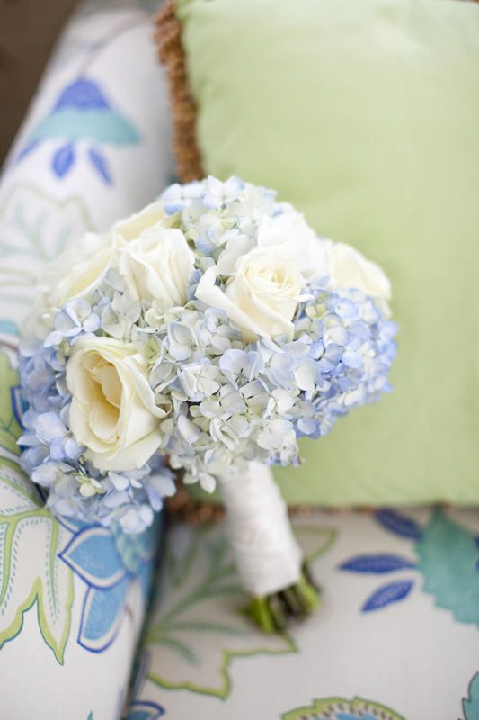how to turn white roses blue