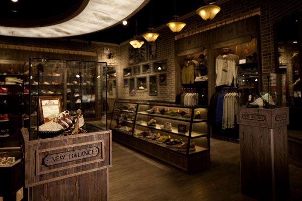 "Writter, S (2015) ""New Balance Opens Shanghai's First Experience Store"" Recuperado de: http://swipelife.com/2010/03/new-balance-opens-shanghai%E2%80%99s-first-experience-store/"