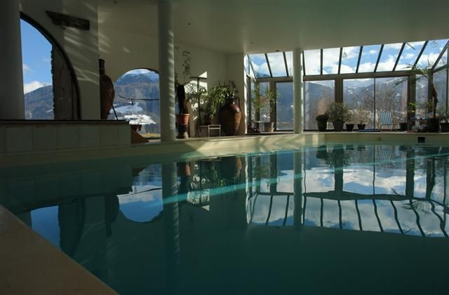 6 Bedroom Chalet in Macot-la-Plagne to rent from £2453 pw, with a private indoor pool. Also with jacuzzi, Solarium, balcony/terrace, TV and DVD.