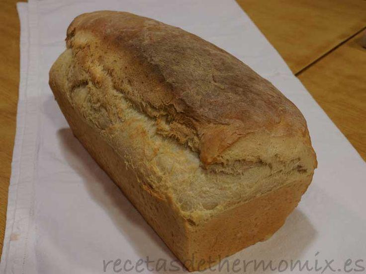 La receta de pan de molde conocido también como pan cuadrado, pan lactal o pan de caja podemos prepararla fácilmente con el Thermomix.
