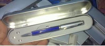 Harga Pulpen Presentasi Rp 49.500,-  Harga belum termasuk ongkos kirim    Details produk disini : http://tokoone.com/pulpen-presentasi-5-in-1/?affid=3219