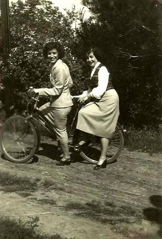 --1942 bisikletli kadınlar...Erenköy -İSTANBUL