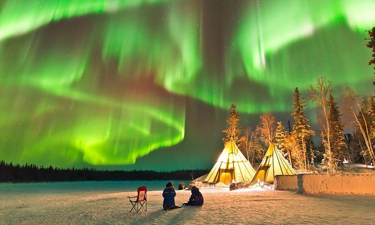 Photographer captures STUNNING aurora borealis in Northern Canada