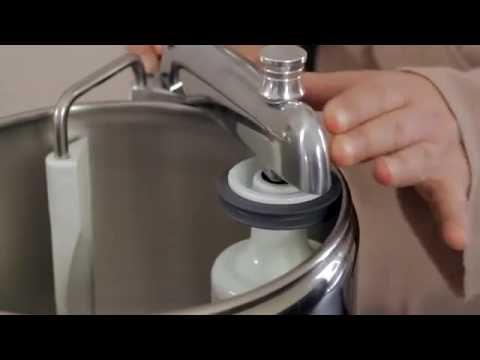 Scopri le diverse #funzioni dell' #impastatore professionale #Ankarsrum , una #macchina da #cucina #multifunzione che ti permette di impastare in modo #professionale. Ogni macchina da cucina Ankarsrum è dotata di un #set base di #accessori che renderanno il vostro lavoro facile in cucina e vi fornirà preziosa #assistenza in tutto quello che vorrete realizzare. http://www.cucinaincasa.com/it/ankarsrum-impastatore-robot-cucina-akr6220-silver-4218.html