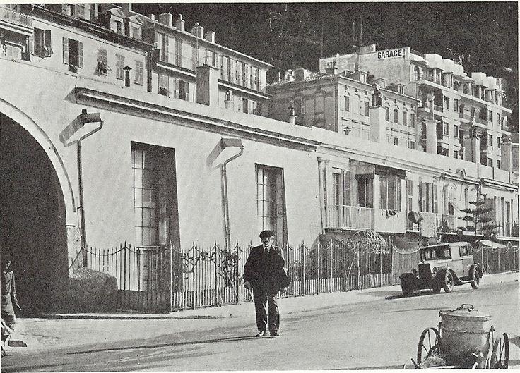 Den danske maler og billedhugger J.F. Willumsen boede i en del år i Nice. Han havde en lejlighed på tredie sal på blomstertorvet i den gamle bydel – skråt ...