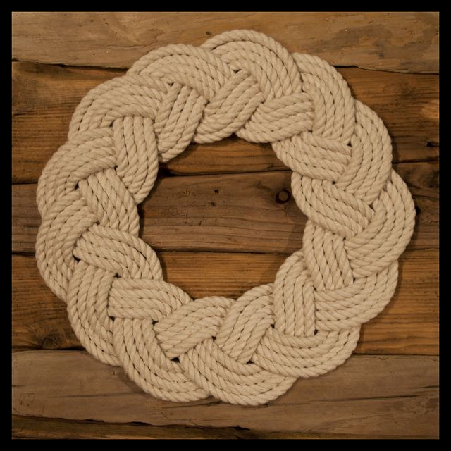 A 25 cm diameter rope wreath/ring made by tying a 13 bight Turks Head around a biscuit tin (just so happened to be the right size) then flattened and faired. 10 meters of 6 mm soft cotton rope to make this one