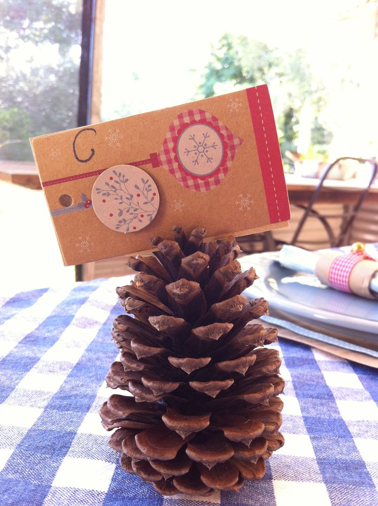 #Christmas #placecard #pinecone #countrystyle