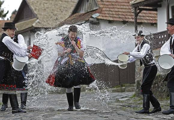 Húsvéti locsolkodás - Hungarian Easter traditional