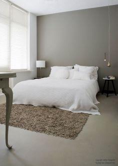 Interesting carpet and bed blanket. http://jeltjefotografie.blogspot.com/2010/06/white-house_29.html